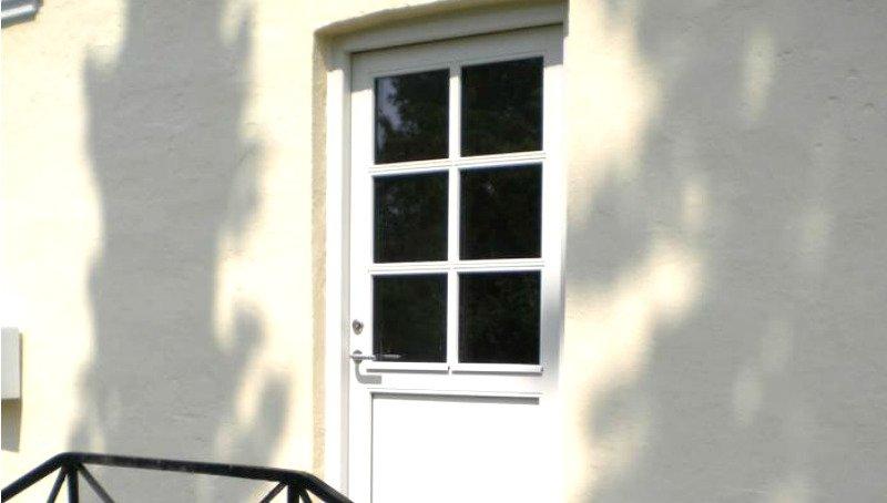 Din tømrer udskifter gamle døre med nye og få fradrag